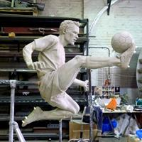 London: Arsenal preparing Bergkamp's statue