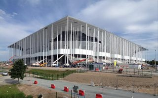 Bordeaux: Roof almost ready, first giant screen mounted