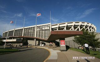 Washington: RFK Stadium falling apart? Appeals to tear it down