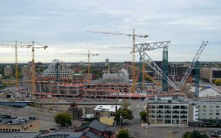 Minneapolis: 400 tons went up at Vikings Stadium