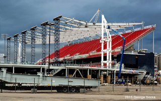 Toronto: Roof over BMO Field arriving from Montreal