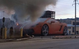 Russia: Bizarre Lamborghini monument on fire