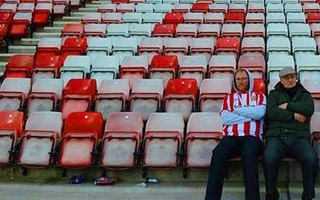 England: Sunderland fan appeals to change pink seats