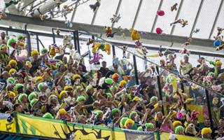 Rotterdam: Rain of cuddly toys by ADO Den Haag fans