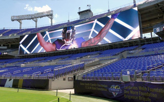 Baltimore: New giant screens installed at M&T Bank Stadium
