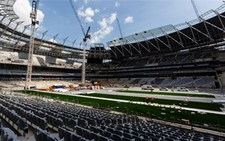 London: Exception for Tottenham, speedy construction