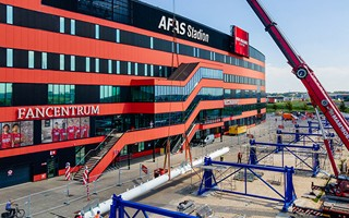 Alkmaar: Roof megatruss assembly begins