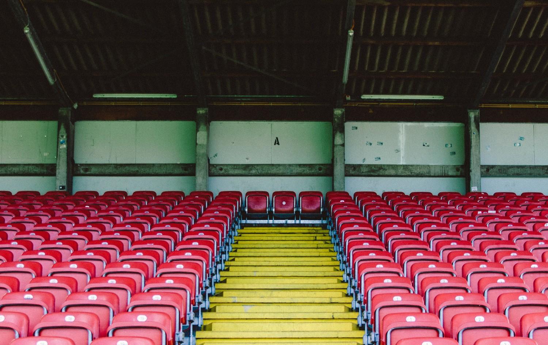 pusty stadion