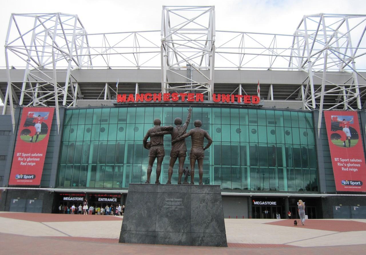 Wembley i Old Trafford najpopularniejsze
