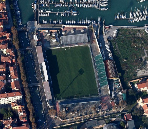 Stadio Pierluigi Penzo vs. nuovo stadio Venezia