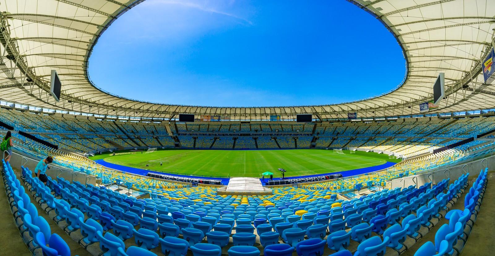 Estadio Maracana - Jornalista Mario Filho or Rei Pele?
