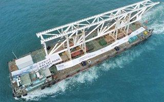 Hong Kong: Kai Tak Stadium's dome swimming towards construction site