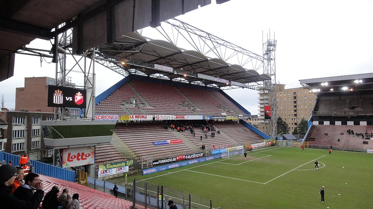 Stade du pays de charleroi mambourg for Stand belgique