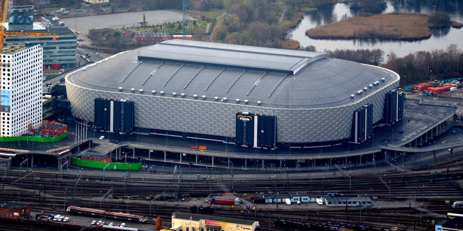 http://stadiumdb.com/pictures/stadiums/swe/friends_arena/friends_arena03.jpg